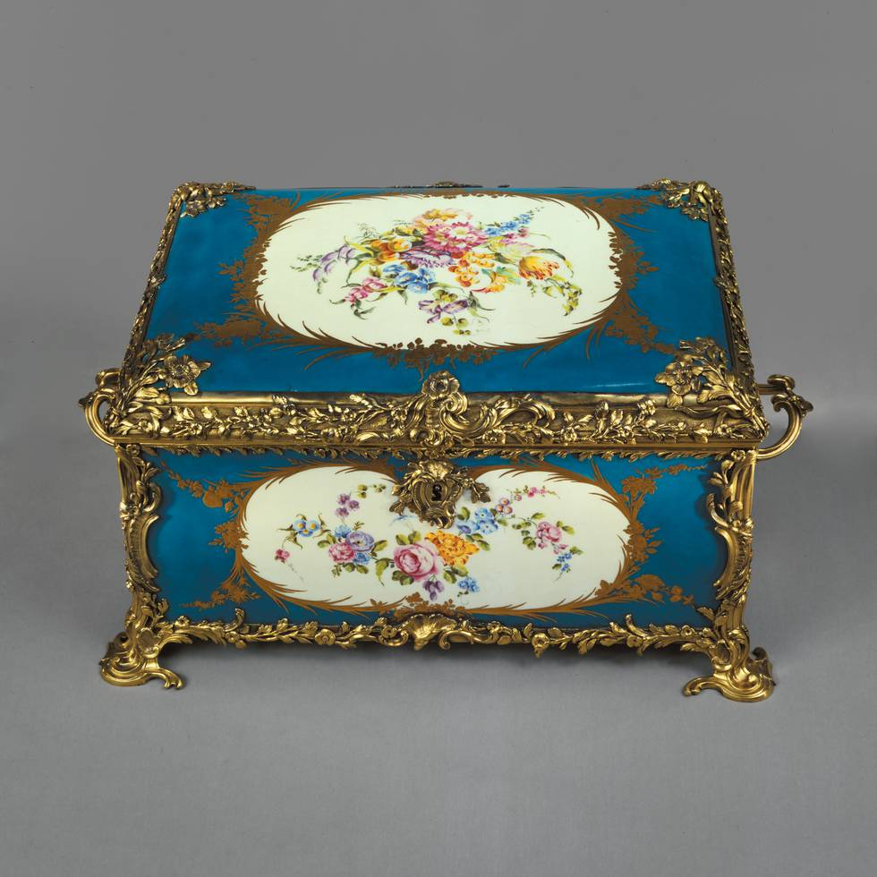 Porcelain blue box with gilded edges and floral illustrations