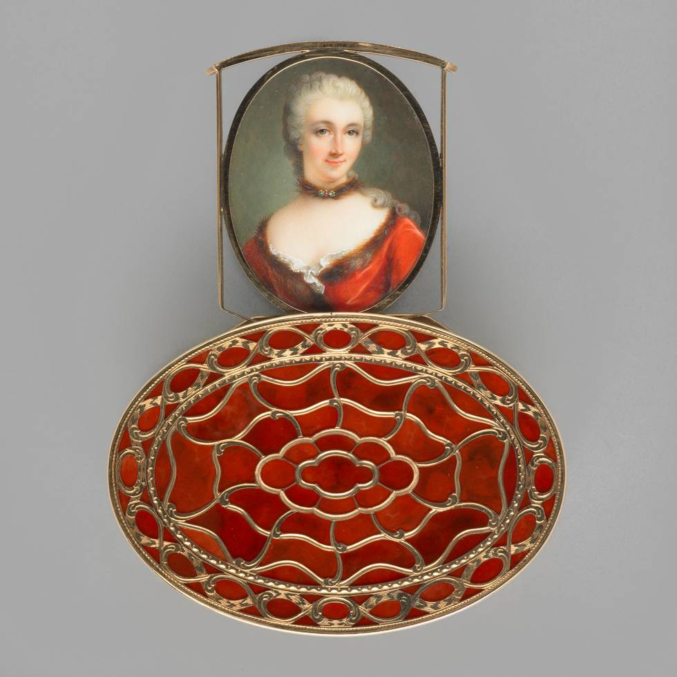 Bottom view of orange hardstone and gold box showing miniature if women