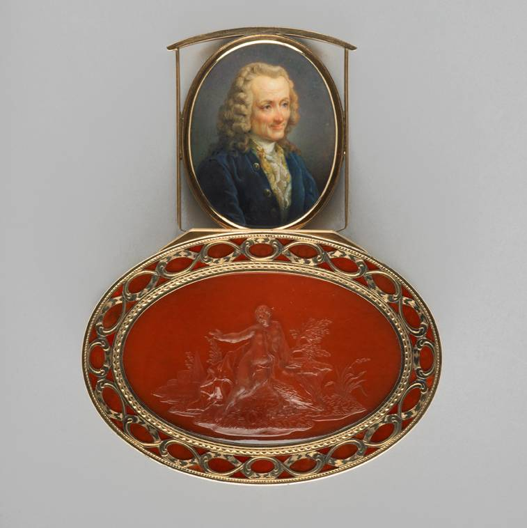 Top of orange hardstone and gold box showing miniature of man