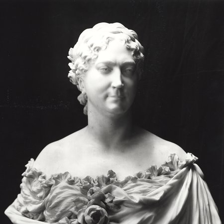 Bust of lady Wallace with flowers on dress